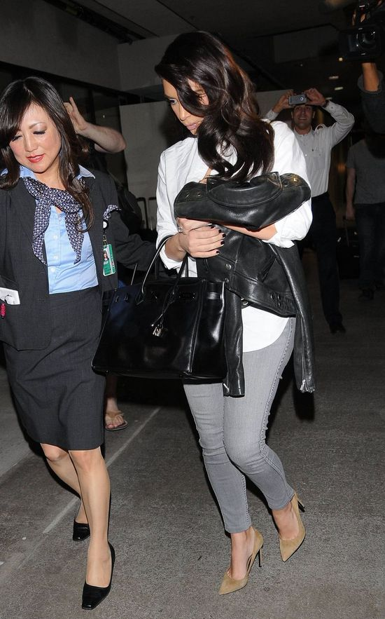 Siostry Kardashian na lotnisku w Los Angeles (FOTO)