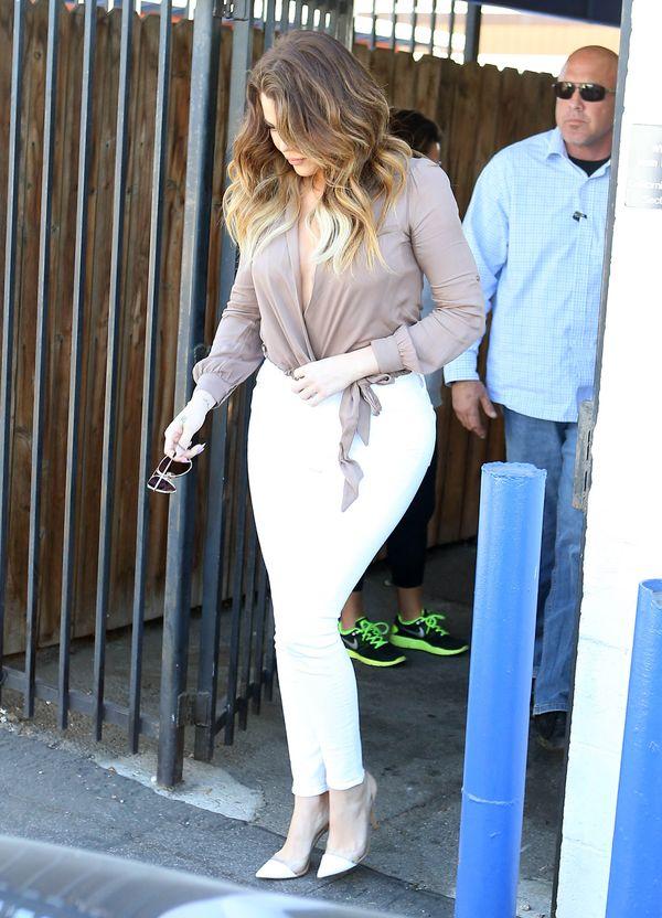 Ciężarna Kourtney Kardashian nie rezygnuje z minisukienek!