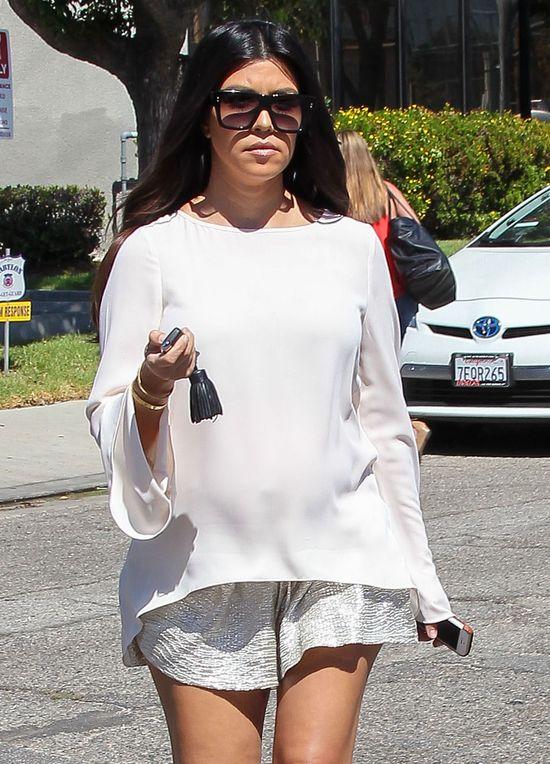 Kourtney w ciąży ubiera się lepiej niż Kim? (FOTO)