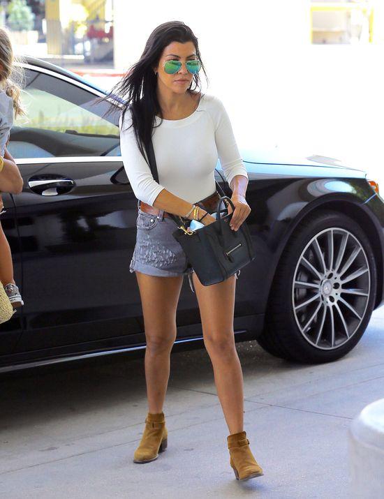 Nie zgadniecie, dp której Kardashianki należą te nogi (FOTO)