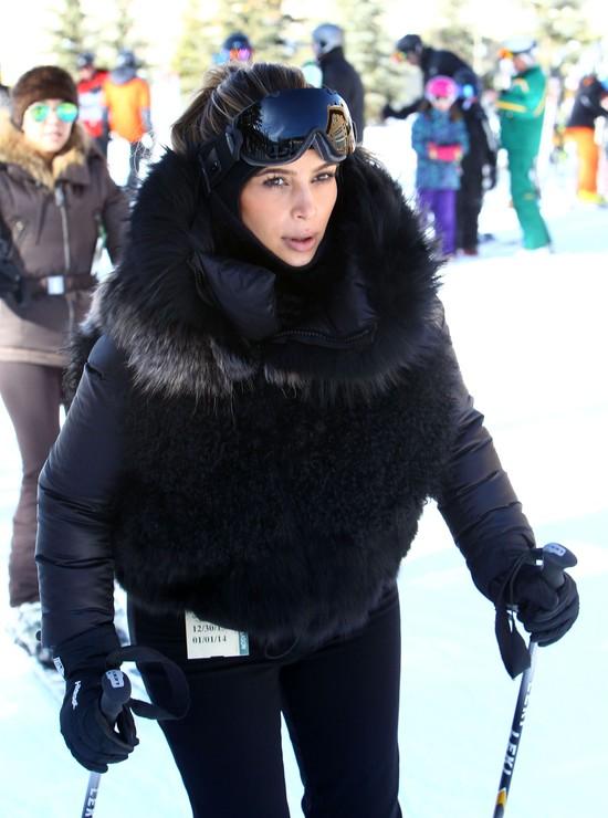 Kim Kardashian wygląda jak wielka czarna kula (FOTO)