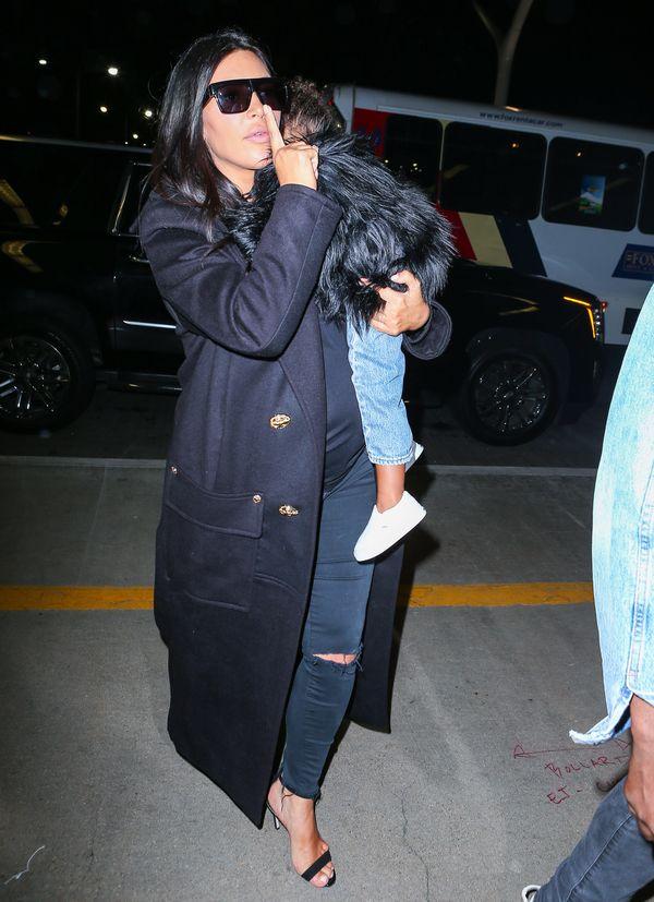 Stylowa rodzina w komplecie - Kim, Kanye i North na lotnisku
