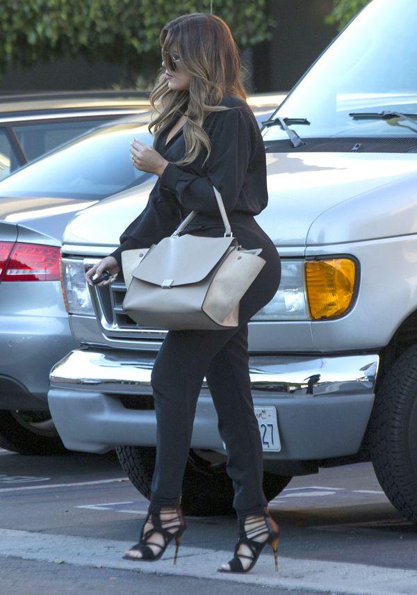 Khloe Kardashian przyłapana w eleganckiej stylizacji! (FOTO)
