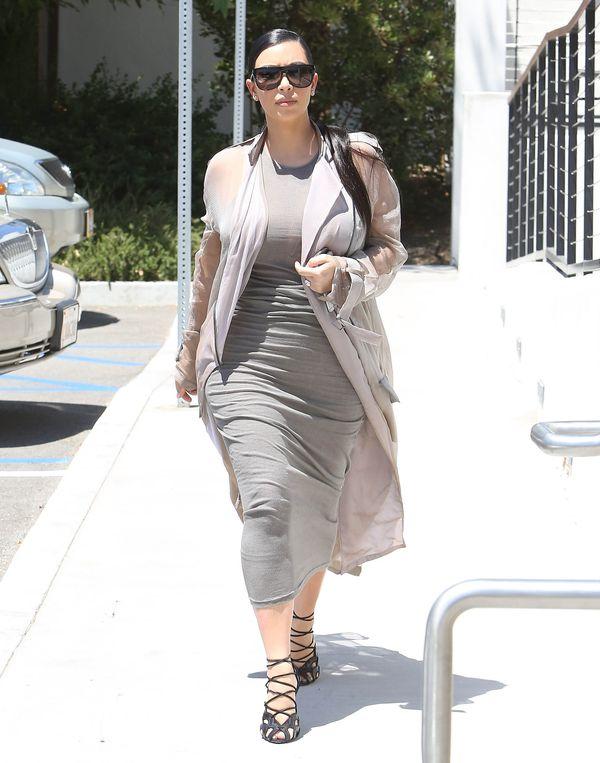 Kim Kardashian wpadła do Paryża na ciążowe przymiarki