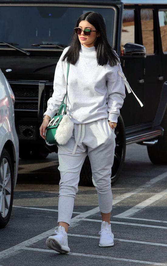 Siostry Kardashian lansują się w modnych stylizacjach (FOTO)