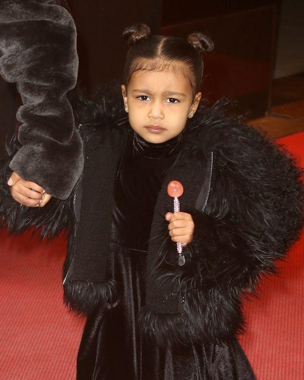 Biedna asystentka Kim Kardashian! North dostała kufer z kosmetykami i...