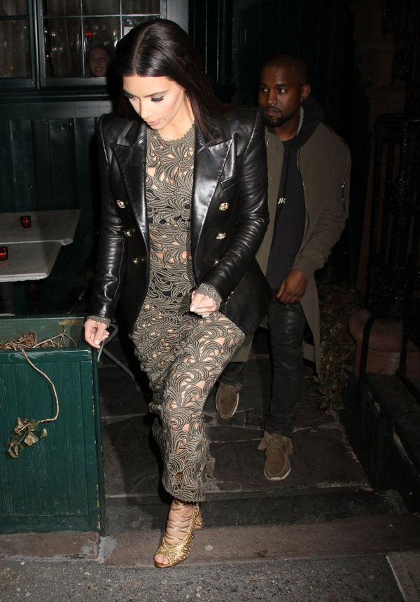 Ashley Greene w zielonej koronkowej jak Kim Kardashian