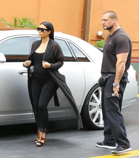 Kim Kardashian wróciła do czerni (FOTO)