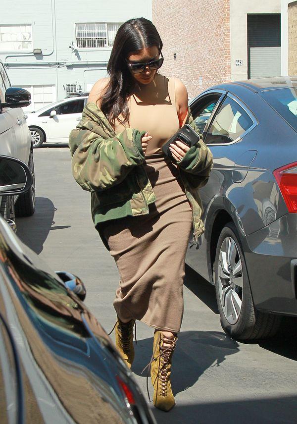 Kim Kardashian już dawno nie miała tak złego stroju...