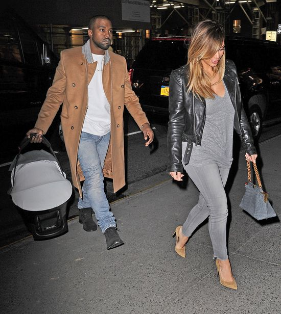 Kim Kardashian w ramonesce i szpilkach Saint Laurent