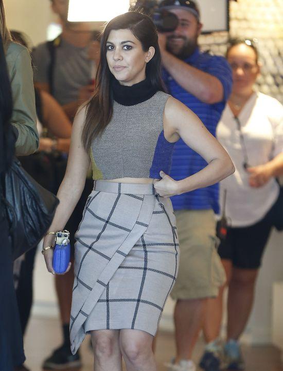 Elegancki casual w wydaniu sióstr Kardashian (FOTO)