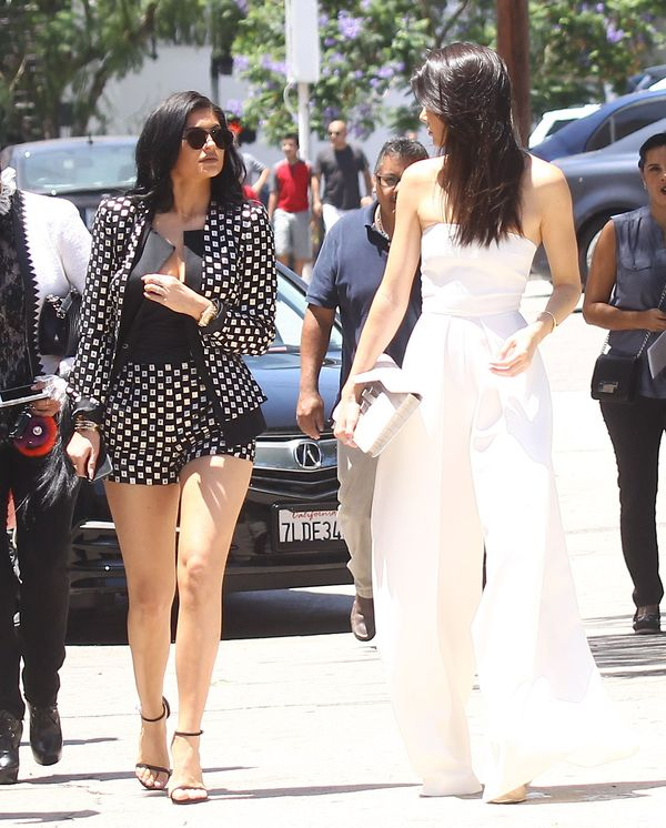 Cztery zupełnie różne stylizacje sióstr Kardashian-Jenner