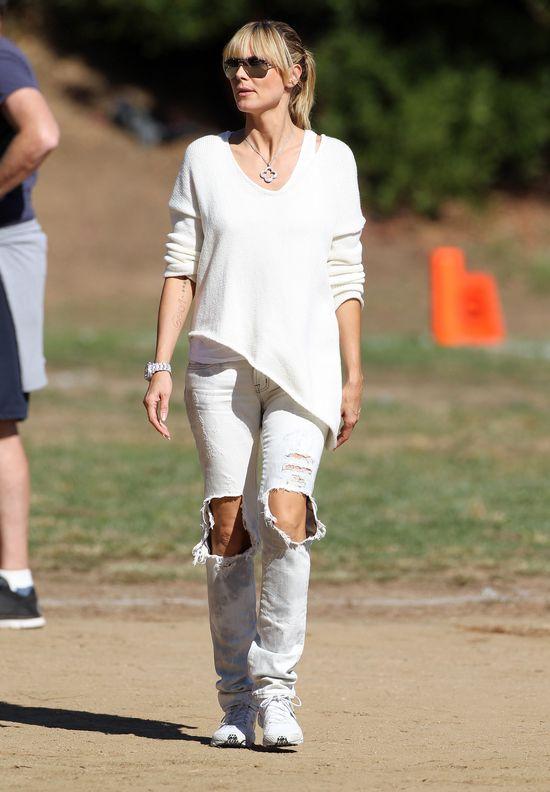 Heidi Klum w dziurawych jeansach (FOTO)