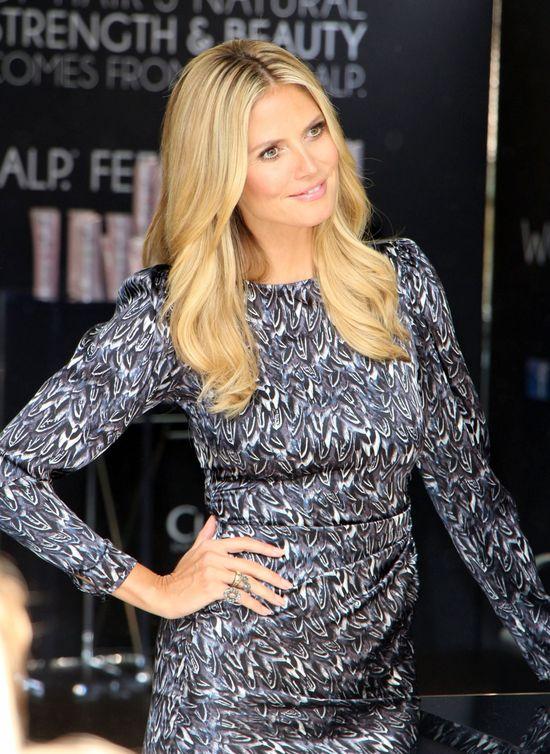 Heidi Klum w srebrnej sukience (FOTO)