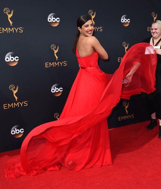 Oto dwie najbardziej spektakularne kreacje gali Emmy 2016 (FOTO)