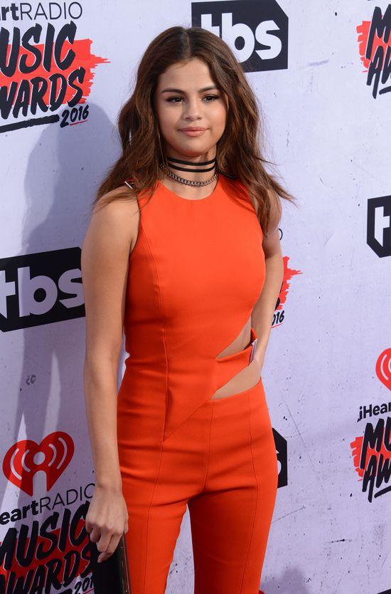 Selena Gomez zrobiła fuforę w kombinezonie Mugler