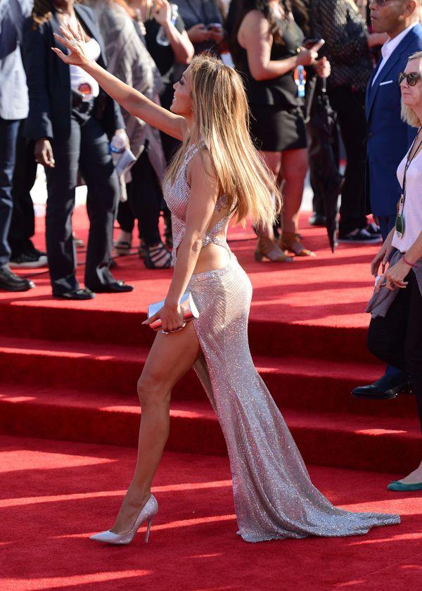 Kuse kreacje, kto nosi je lepiej: Lopez czy może Ora? (FOTO)