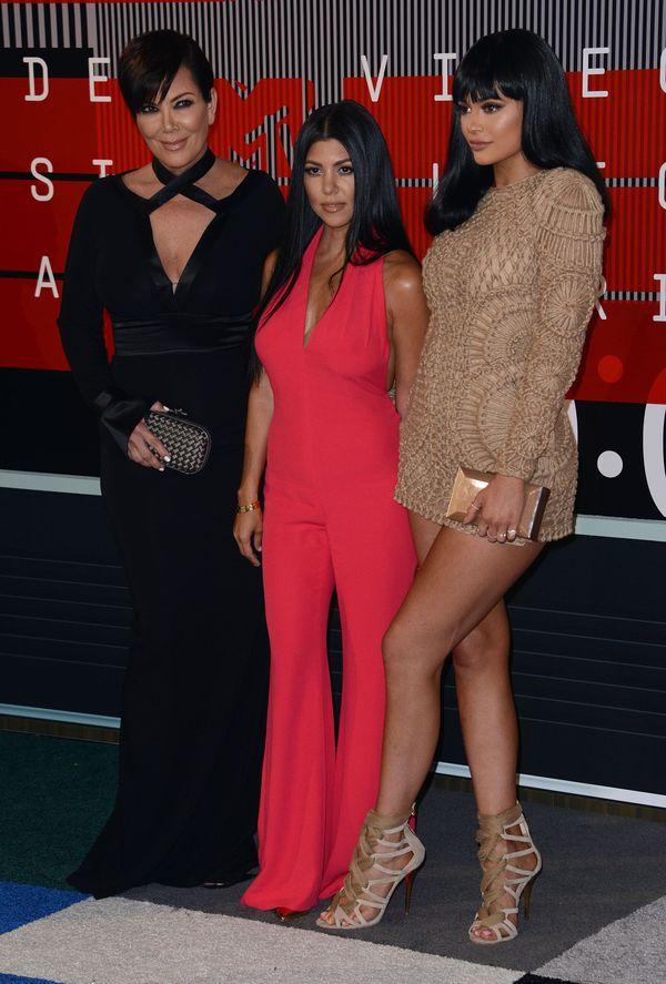 Kylie stawia na mini, Kourtney i Kris na elegancję (FOTO)