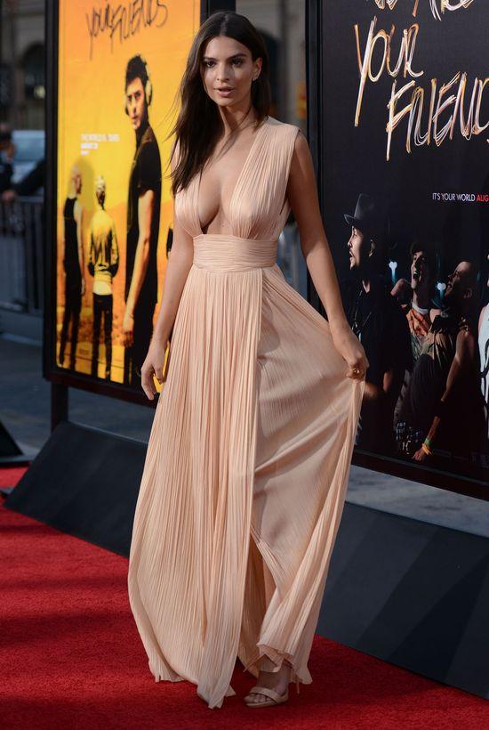 Emily Ratajkowski chce być jak Angelina Jolie? (FOTO)