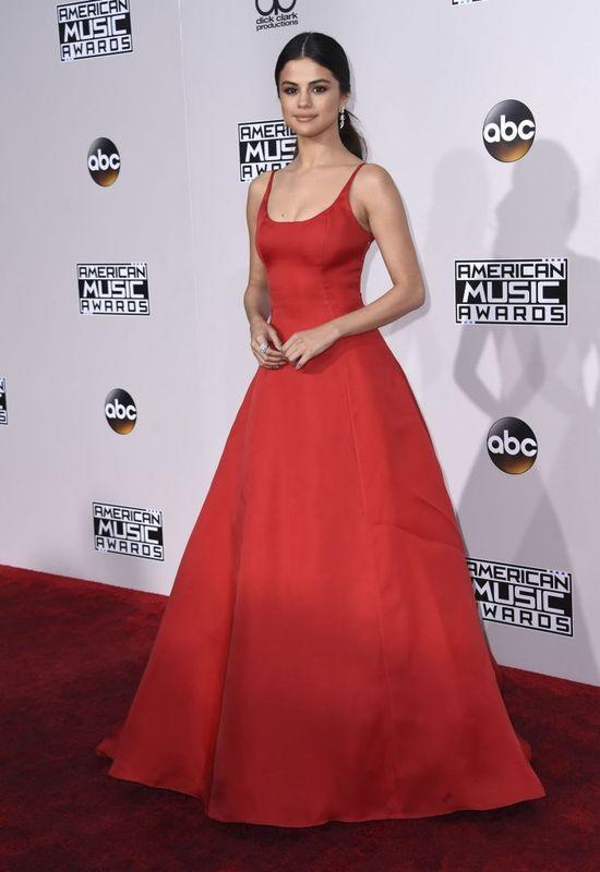 Odchudzona Selena Gomez na American Music Awards 2016 (FOTO)