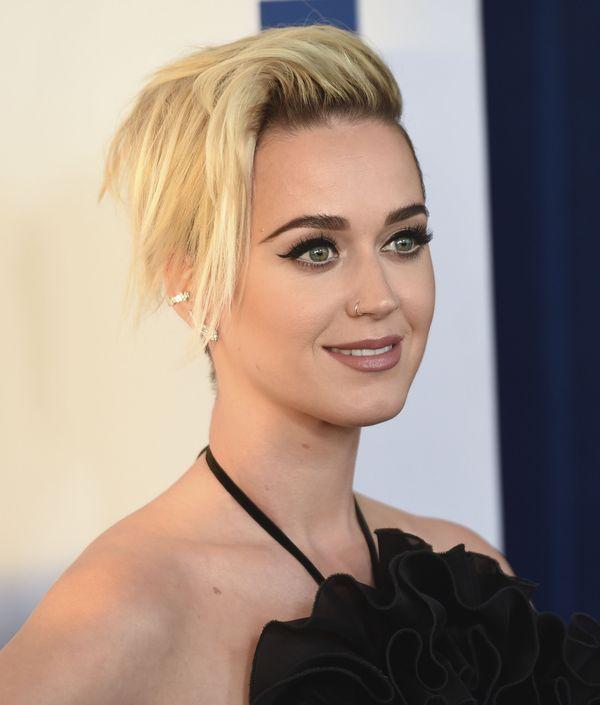 Myślałyście, że Katy Perry szybko znudzi się nową fryzurą? Nic z tych rzeczy!