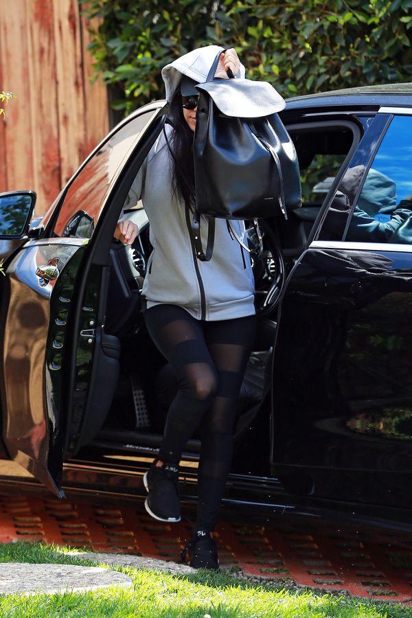 Kourtney Kardashian wychodzi z domu bez spodni? (FOTO)