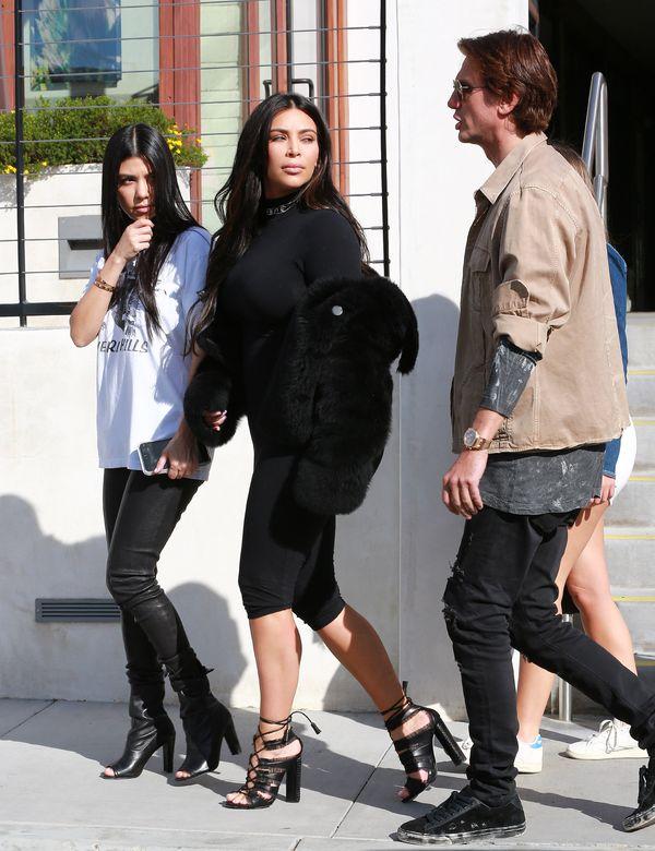 Kim i Kourtney Kardashian zachwycają swoim stylem? (FOTO)