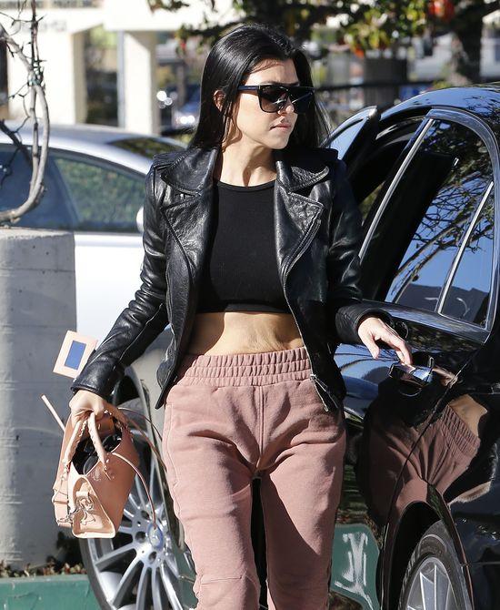 Kourtney Kardashian pokazała... OBSWISŁY brzych! (FOTO)
