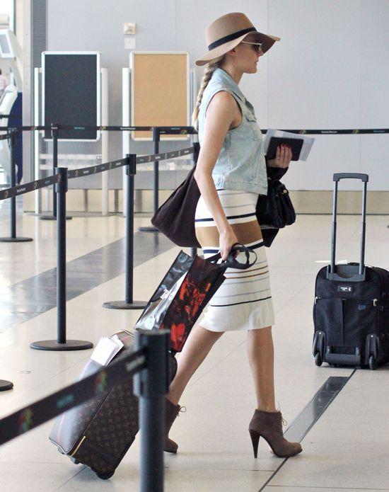 Diane Kruger w ołówkowej spódnicy i dużym kapeluszu (FOTO)