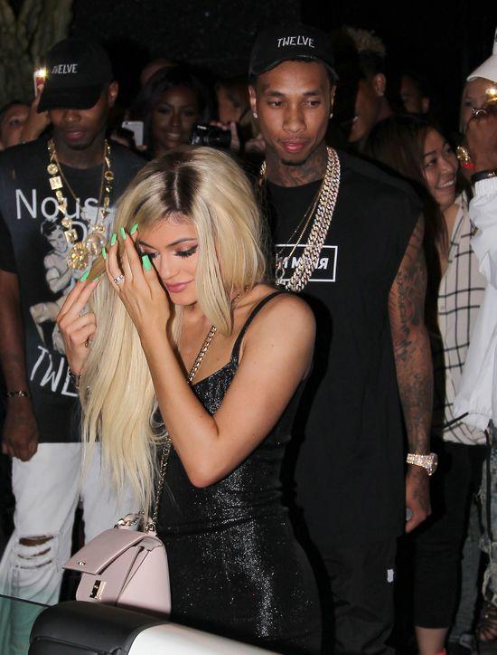 Oto niezbity dowód, że Kylie Jenner powiększyła biust (FOTO)