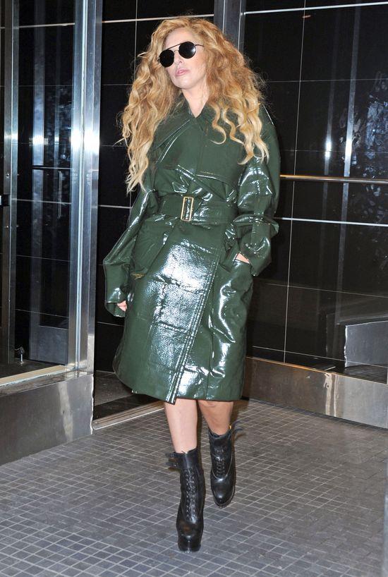 Lady Gaga powoli staje się damą (FOTO)