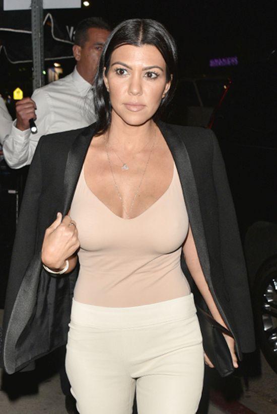 Kourtney Kardashian - stylizacje seksbomby (FOTO)