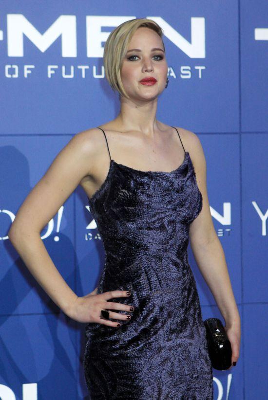 Jennifer Lawrence w kobiecej sukience Jason Wu