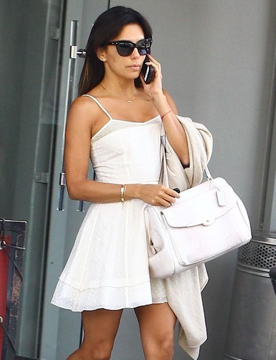 Eva Longoria w małej białej sukience (FOTO)