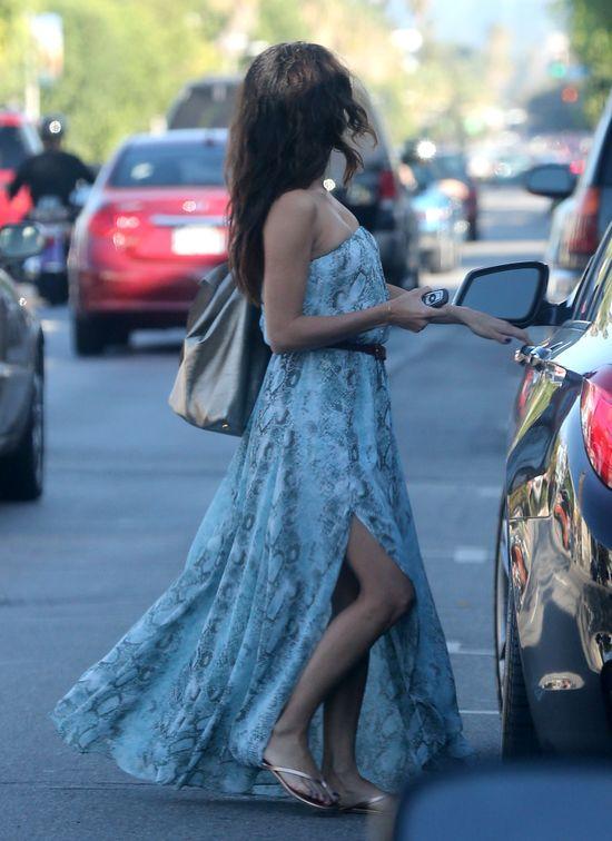 Eva Longoria w sukience z rozcięciem (FOTO)
