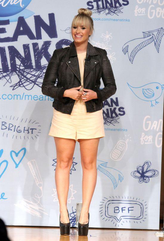 Demi Lovato w modnym koczku (FOTO)