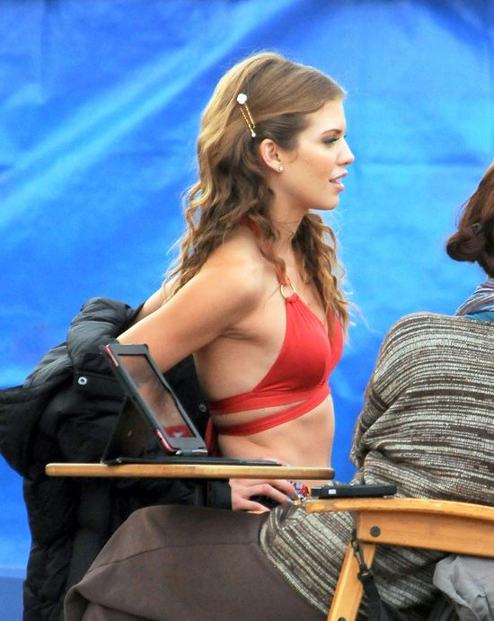Płaskie brzuszki na planie 90210 (FOTO)