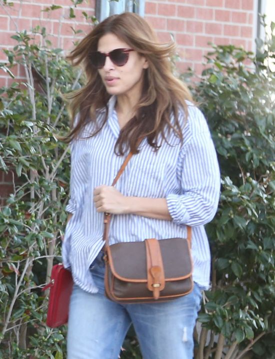 Eva Mendes w koszuli w paski (FOTO)