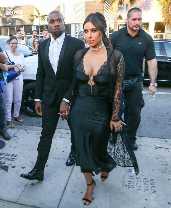 Jak Kim i Kourtney Kardashian wystroiły się na ślub koleżanki?