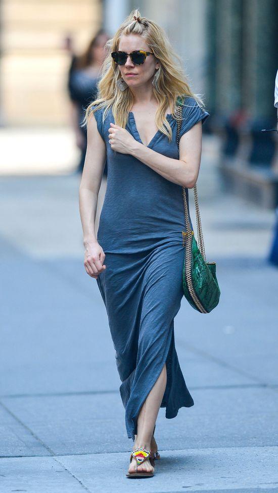 Sienna Miller zafundowała sobie grzywkę (FOTO)