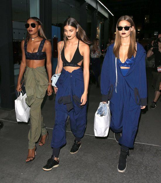 Znane modelki lansują modę na ciemne usta (FOTO)
