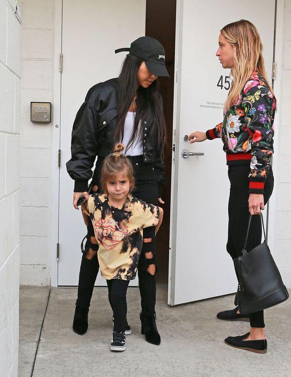 Kourtney Kardashian po raz kolejny udowadnia, że jest mistrzynią stylu casual