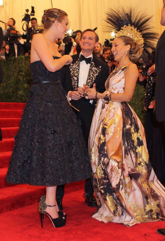 Jennifer Lawrence  i Sarah Jessica Parker na gali MET (FOTO)