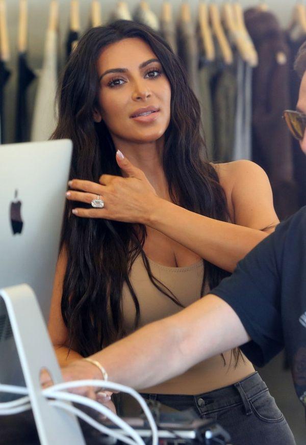 Ups... Kim Kardashian nie powinna była zakładać na siebie tych spodenek...