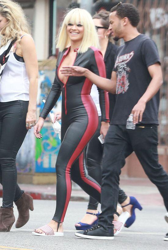 Rita Ora pokochała kombinezony! (FOTO)