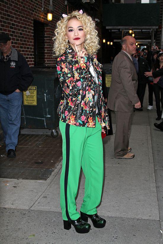 Rita Ora w kutce Topshop i spodniach Diane von Furstenberg