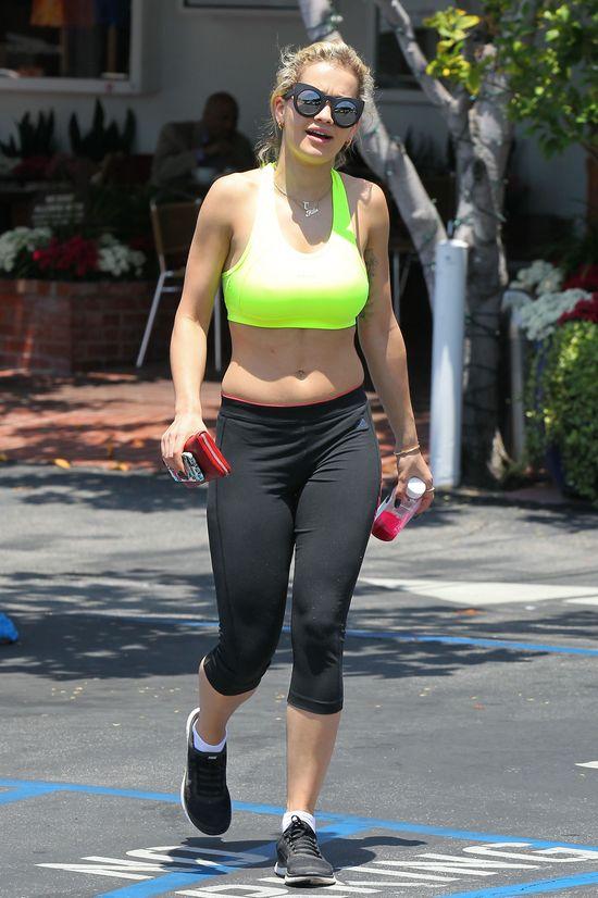 Rita Ora pokazała brzuszek (FOTO)