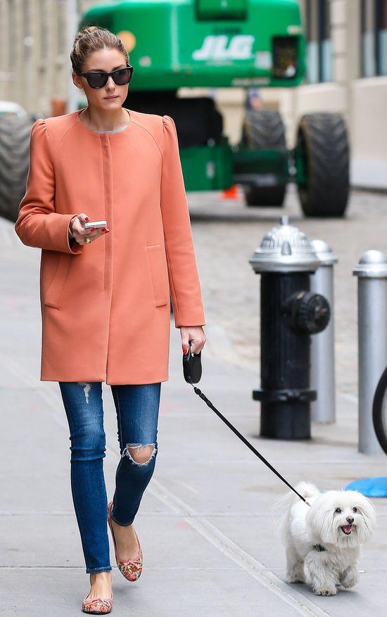 Olivia Palermo w brzoskwiniowym płaszczyku (FOTO)