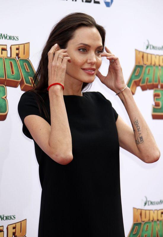 Angelina Jolie w małej czarnej od Saint Laurent (FOTO)