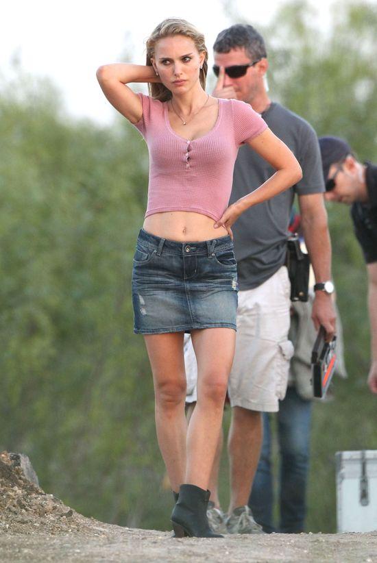Blond Natalie Portman pokazuje płaski brzuszek (FOTO)